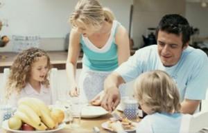 okul-cagindaki-cocuklarin-sabah-kahvalti-yapmasi-3952124_5005_o